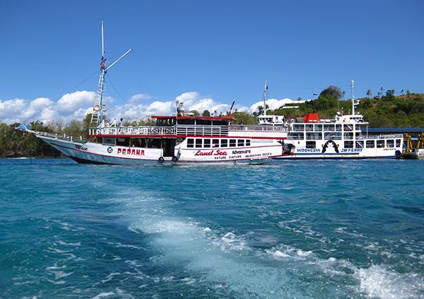 perama boat and public ferry padang bai