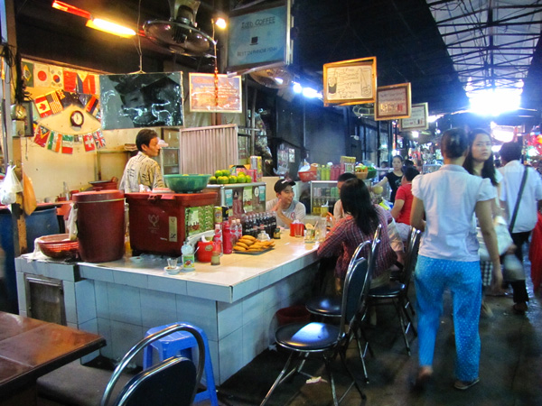 Food_court_Russian_Market_Phnom_Penh.jpg